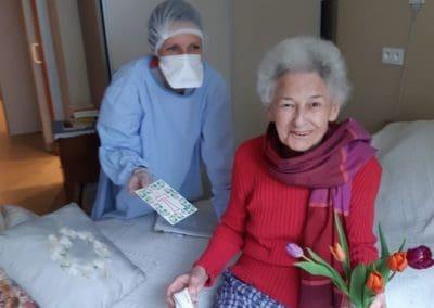 Des courriers et des fleurs pour les résidents