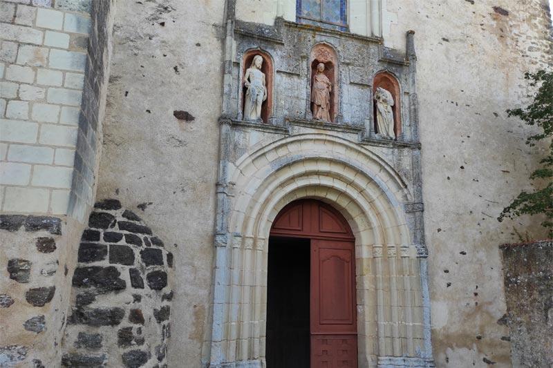 fronton église Château l'Hermitage