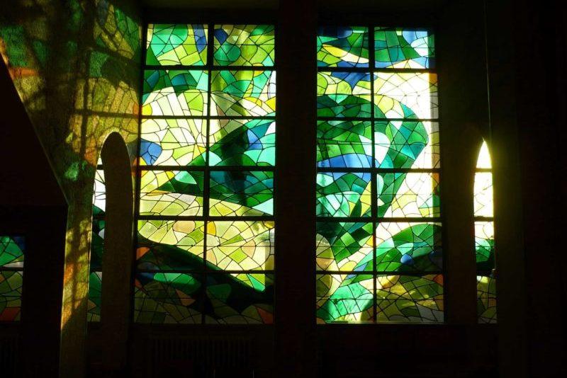 Vitrail-de-la-chapelle-du-lycée-Sainte-Croix-au-Mans